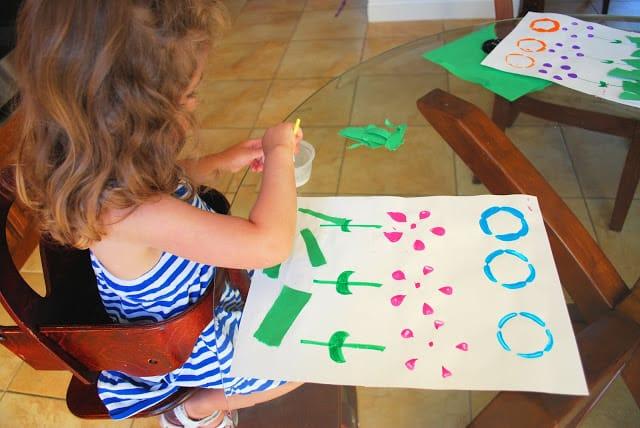 kid making bottle print flowers