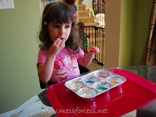 Painting Popcorn -So easy for kids to do