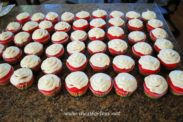 how to frost rainbow cupcakes