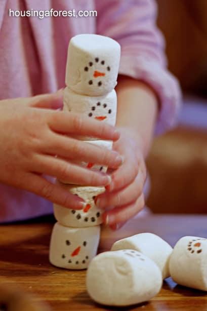 Stacking Snowmen Play 3