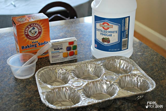 Materials for experiments with baking soda.