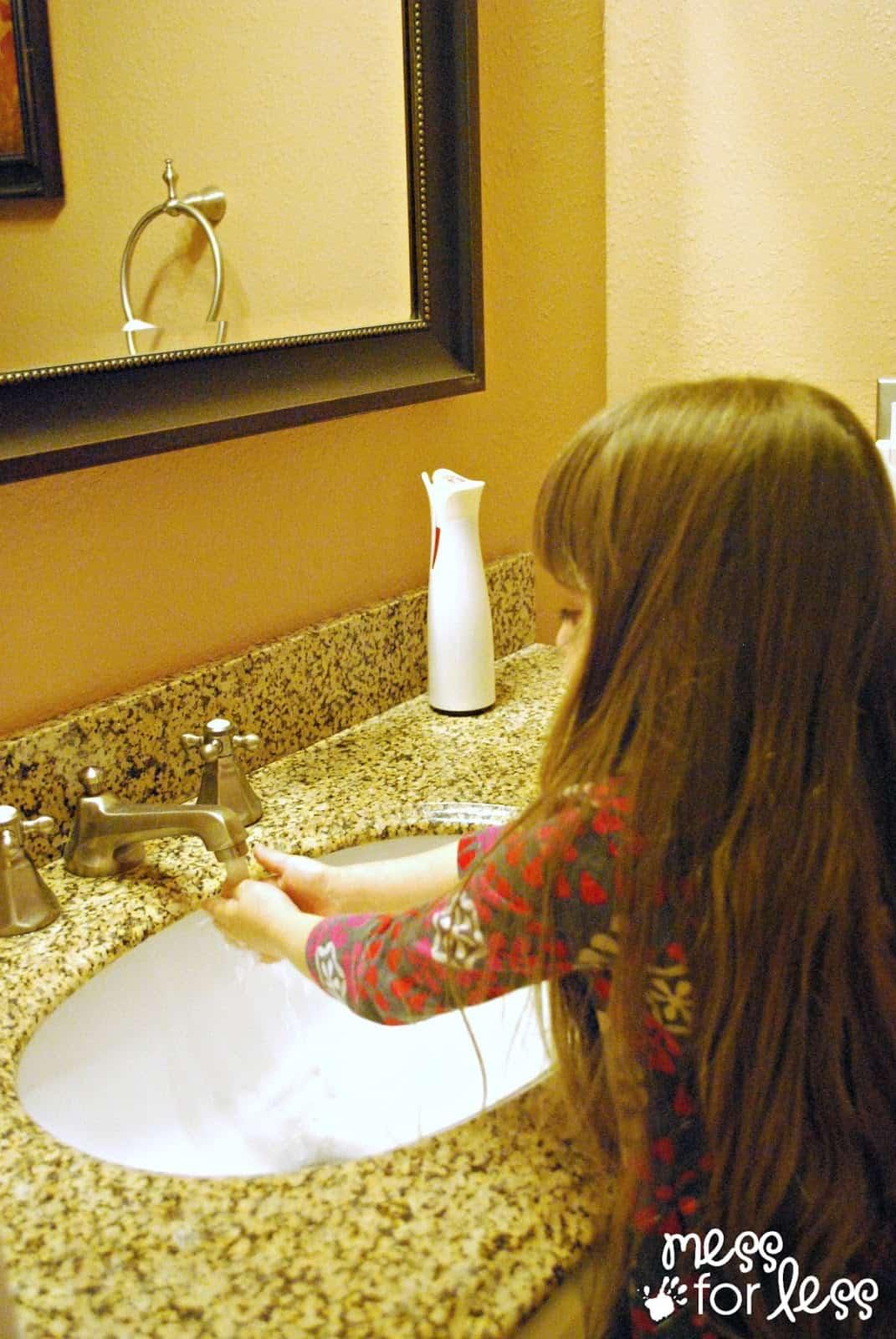 washing hands #CtnlCareRoutine #PMedia #sponsored