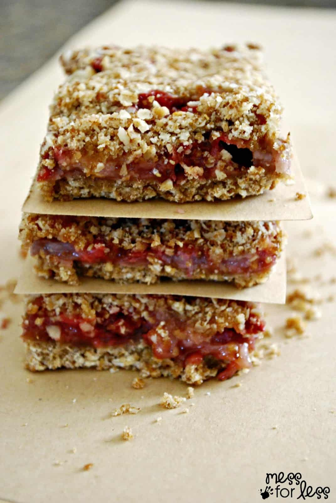 Strawberry Breakfast Bars Recipe - These will make your house smell amazing and leave your belly satisfied!