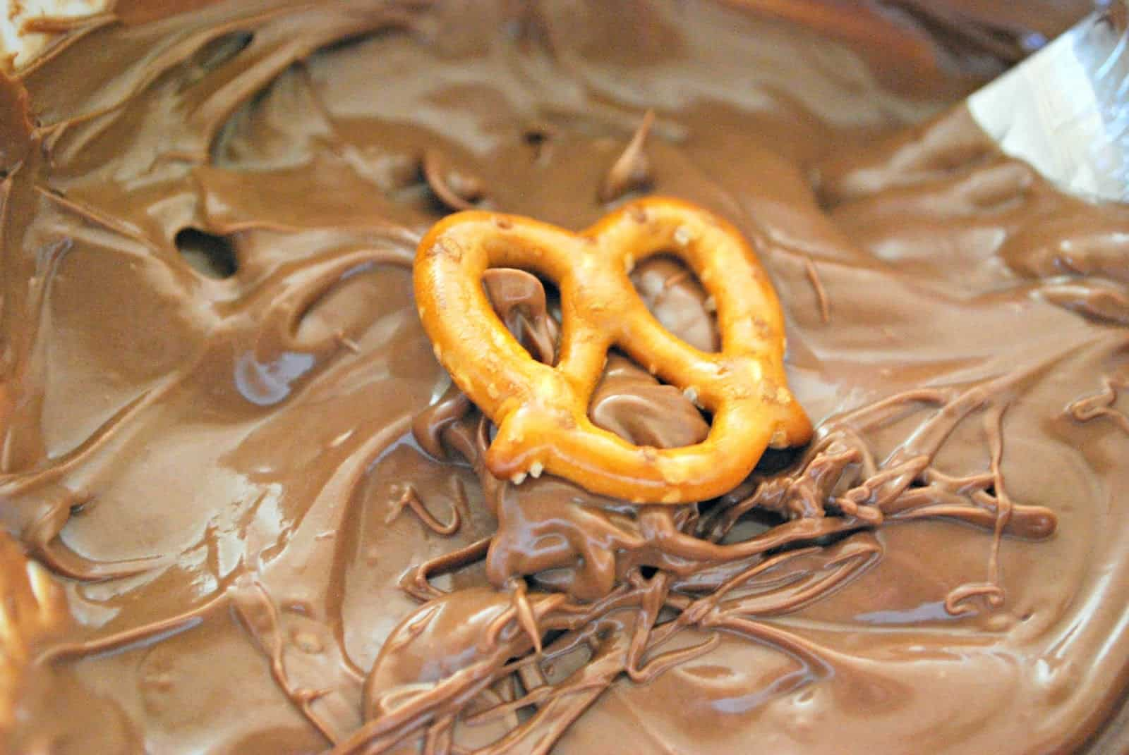 covering pretzels in chocolate