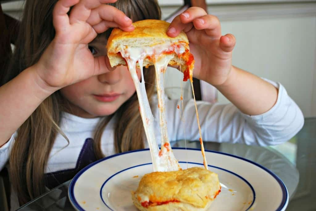 cheesy-pizza-biscuits.jpg