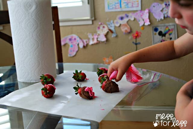 decorating strawberries #QuickerPickerUpper #ad