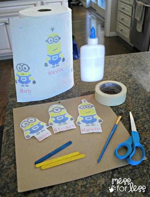 Minions Crafts for Kids - How to make minion stick puppets. Bounty Minions Prints. sponsored #Minions #QuickerPickerUpper.