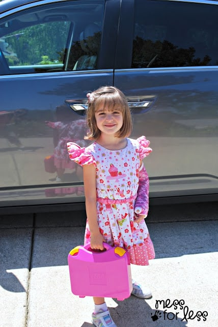 child going to grandparents' house #LEGOSummer #CleverGirls #sponsored