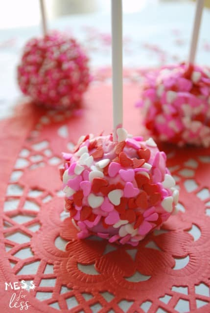 These Valentine's Brownie Cake Pops are great to make with the family. Create memories while making a delicious treat! Click for the recipe and make some today! sponsored #MixUpAMoment