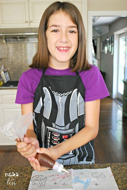 Star Wars snacks for kids #AD #QuickerPickerUpper #StarWars #TheLastJedi @Bounty