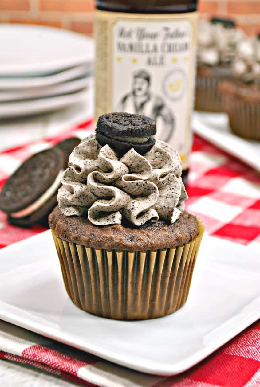 cupcake with oreo frosting