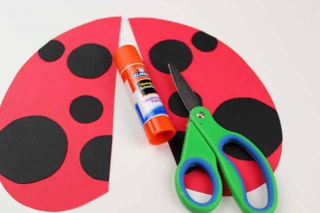 making a paper ladybug