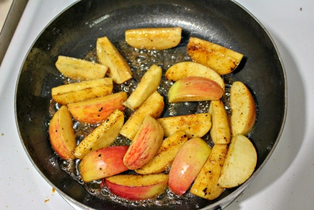 apples in a skillet