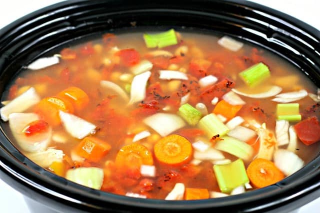 how to make chicken soup in the crock pot