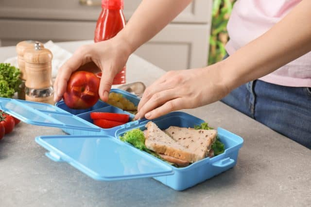 mom packing lunch for kids
