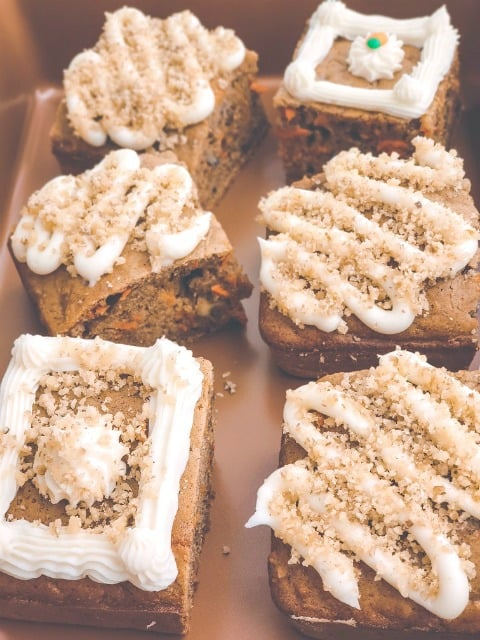 frosted carrot cakes