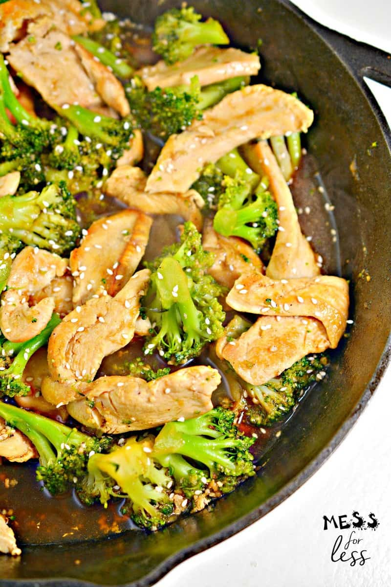 chicken with broccoli and sesame seeds