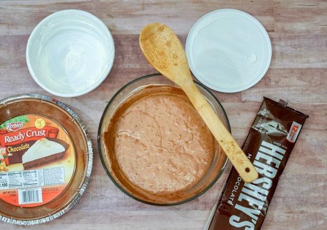 making chocolate pie