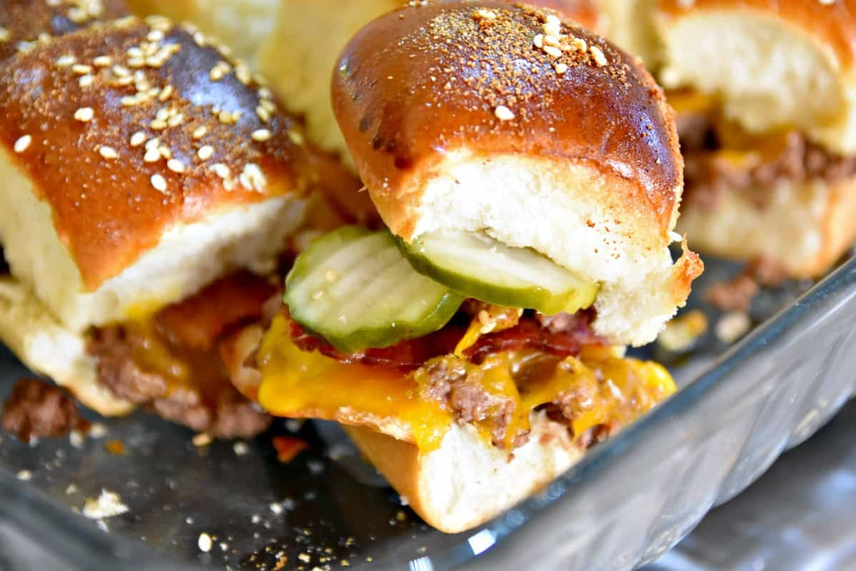 baked bacon cheeseburger sliders with pickles