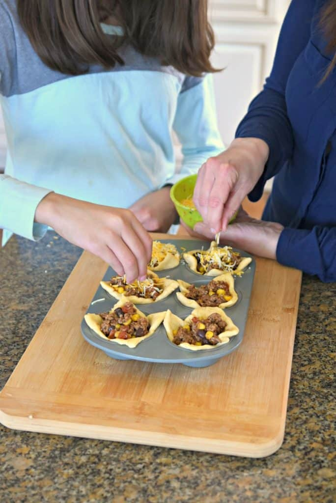 cheesy beef taco crescent cups