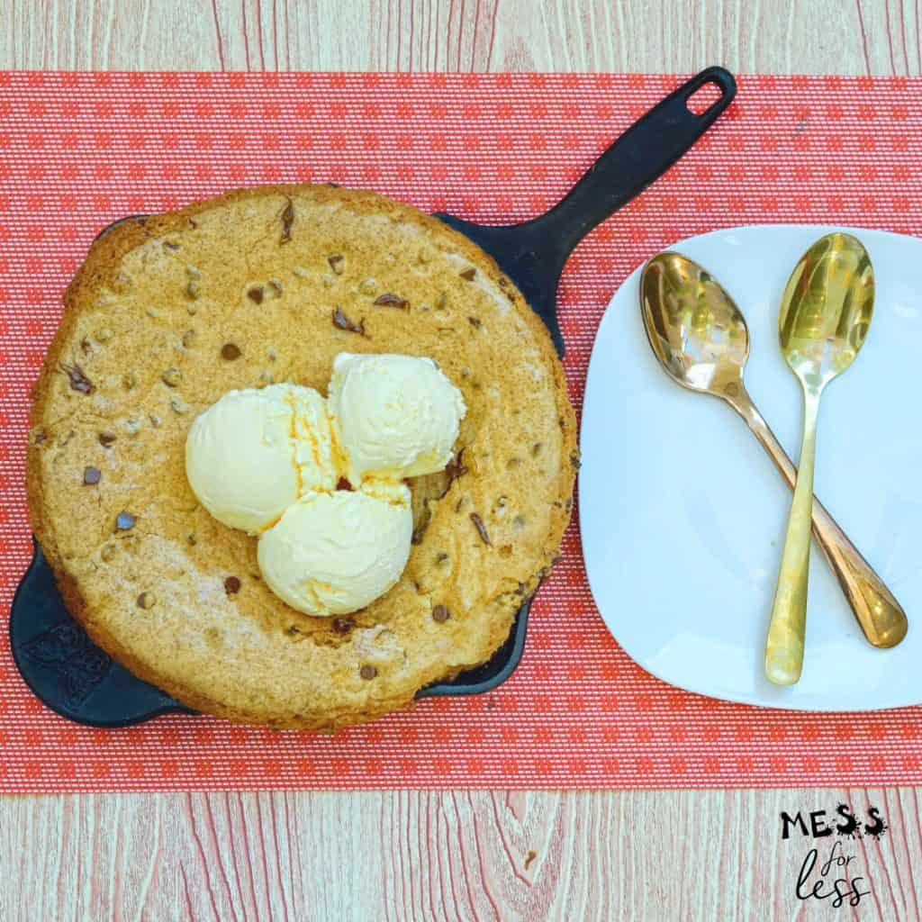 skillet chocolate chip cookie with ice cream