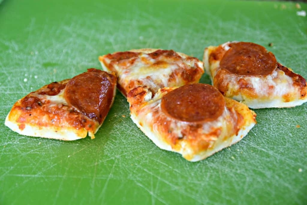 sliced pizza bagels