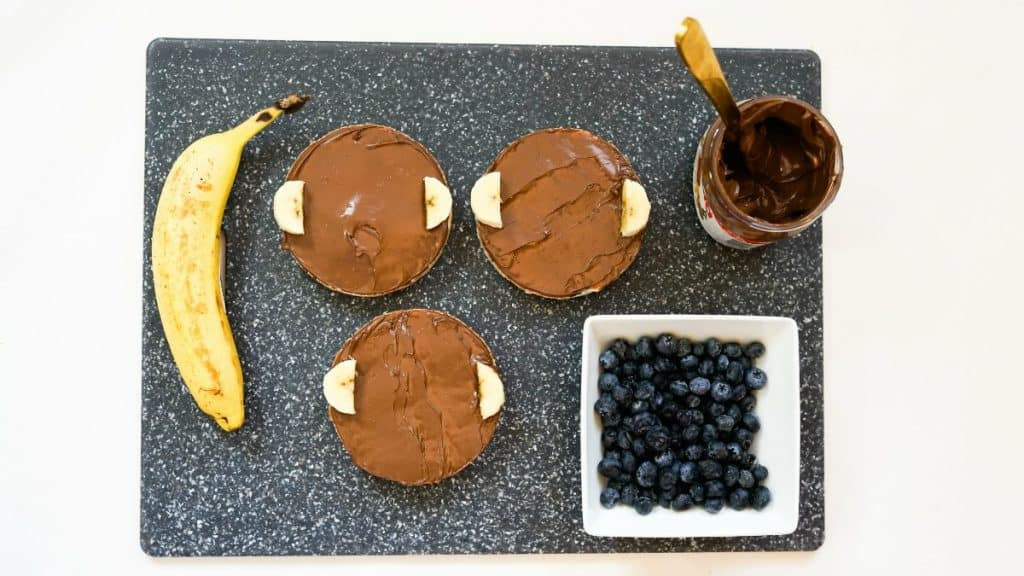 nutella and bananas on rice cake