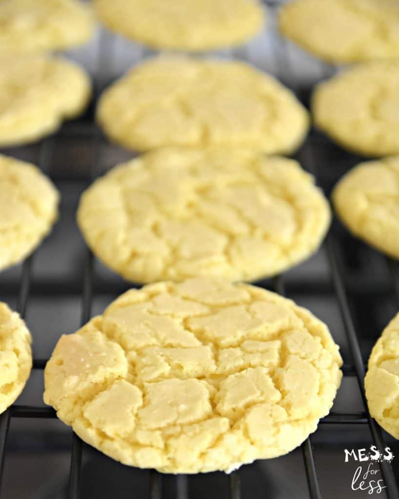 lemon crinkle cookies on a baking rack