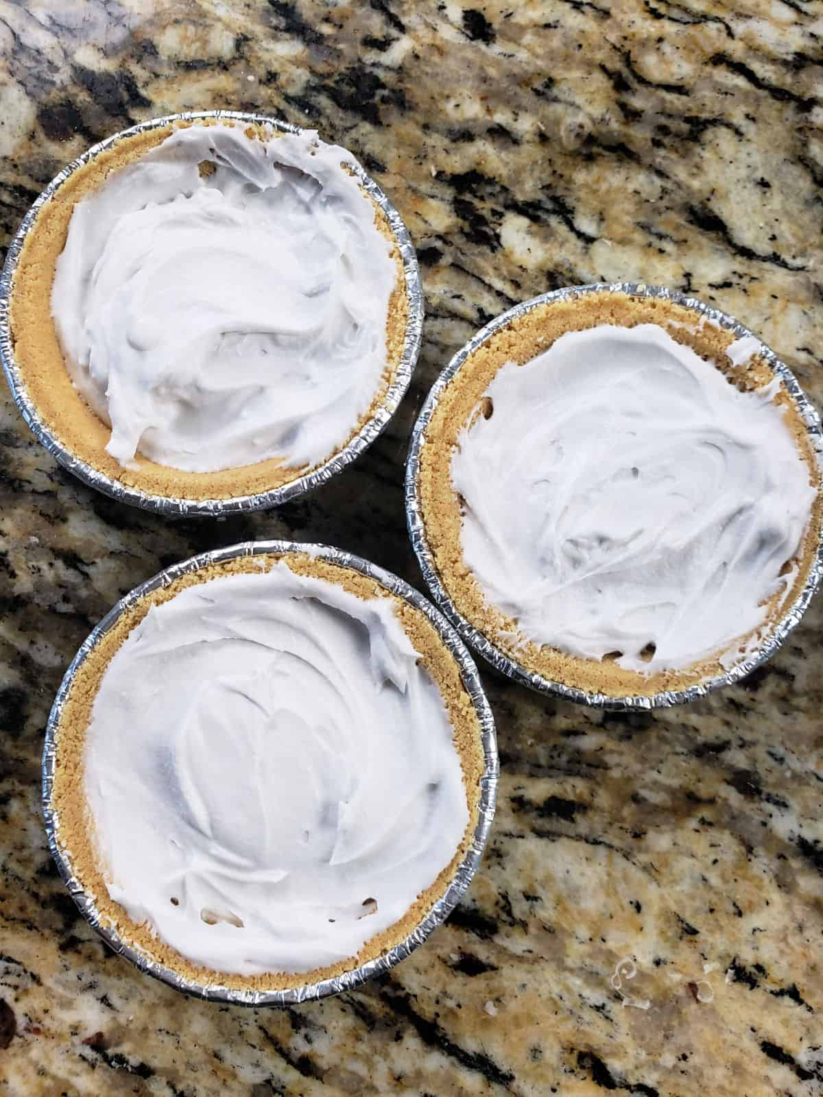 mini pie crusts with whipped coconut